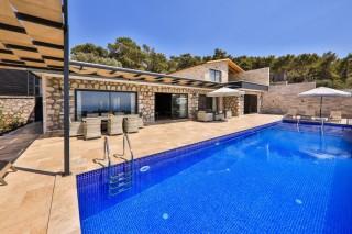 Villa Kızıl, Deniz ve doğa manzaralı kiralık villa | Kalkan Villa