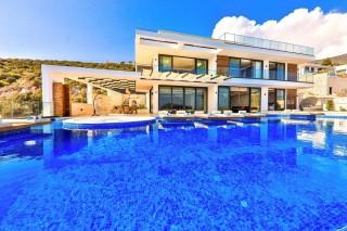 Villa Beverly Hills, Ultra Luxury Villa for Rent in Kalamar Bay