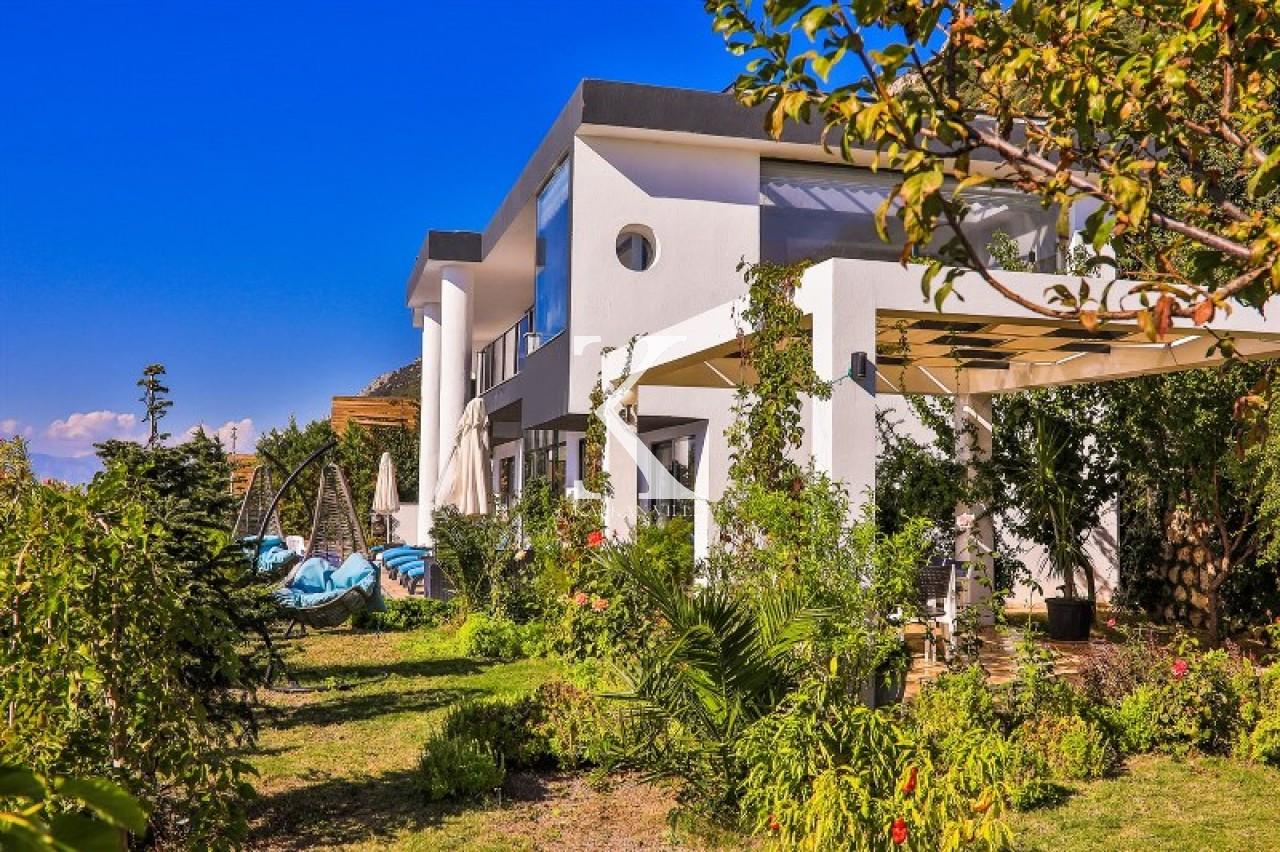 Villa Hira