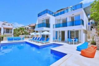 Villa Visos 8-person capacity villa with city and sea view