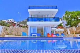 Villa Trios 8-Personen-Villa mit Stadt- und Meerblick