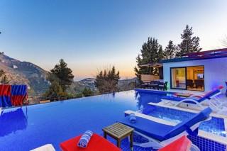 Villa Karadayı, a conservative luxury villa located in nature