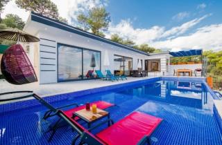 Villa Love, Conservative Villa with Nature View, Garden, Jacuzzi
