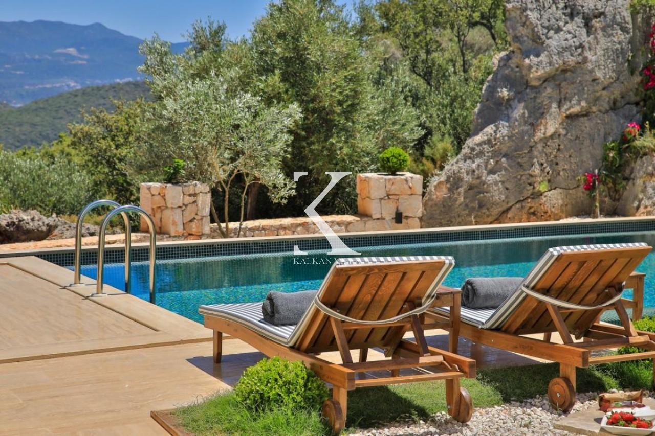 Villa Six Motifs
