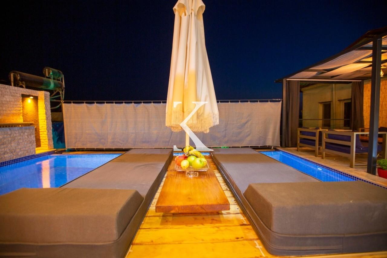 Villa Gold Moon