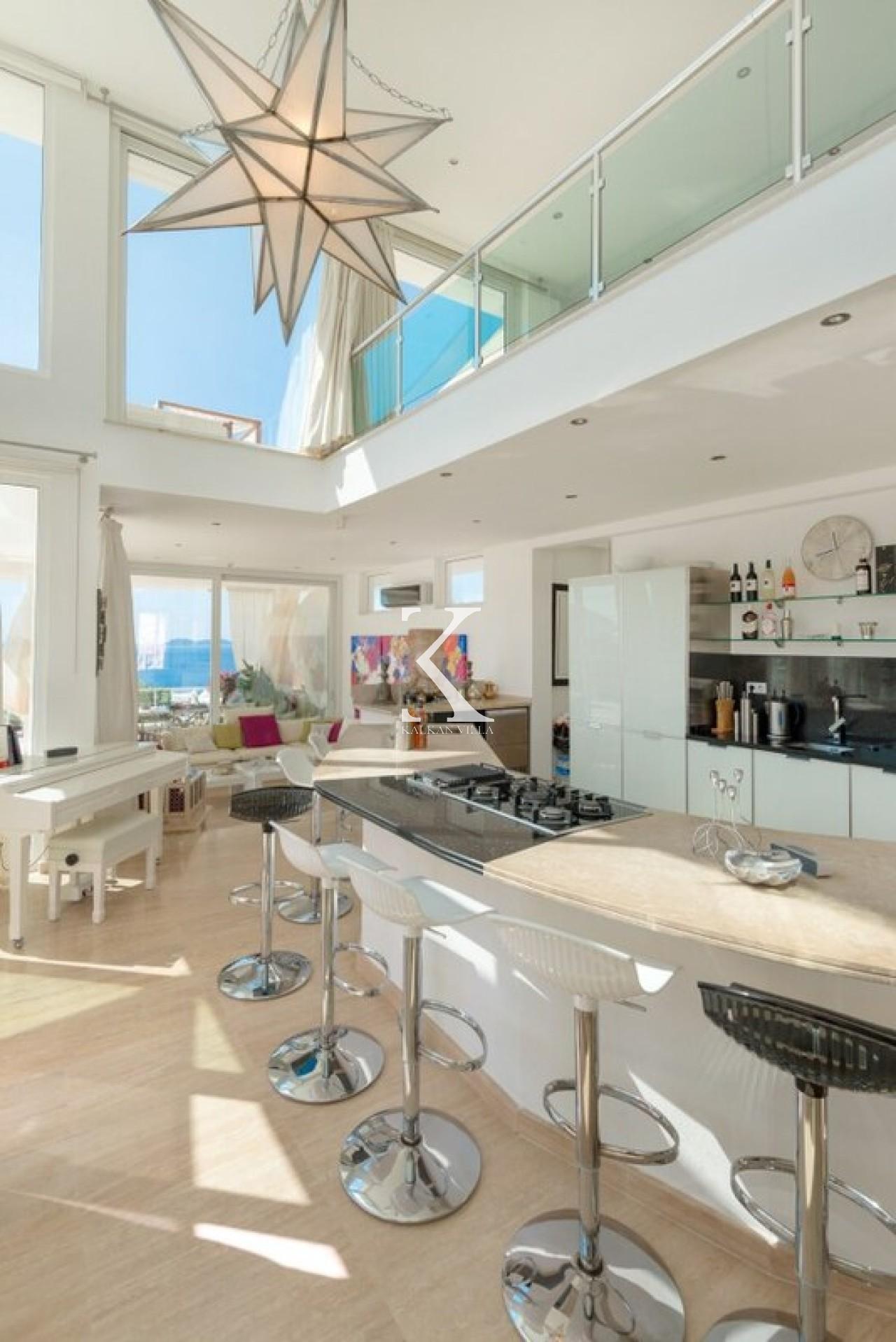 Villa Glass House