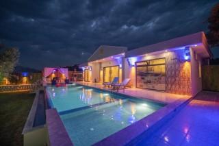 Villa Asli, With Garden, With Children's Pool, Sheltered | Kalkan