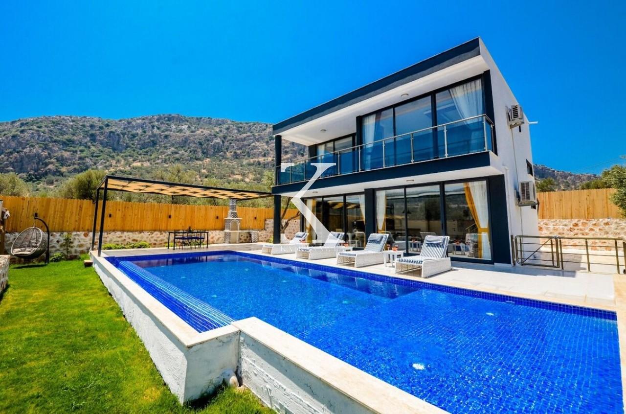 Villa Black Rose