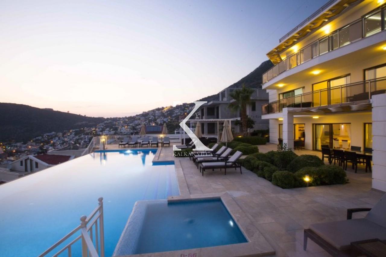 Villa Falcon Lodge