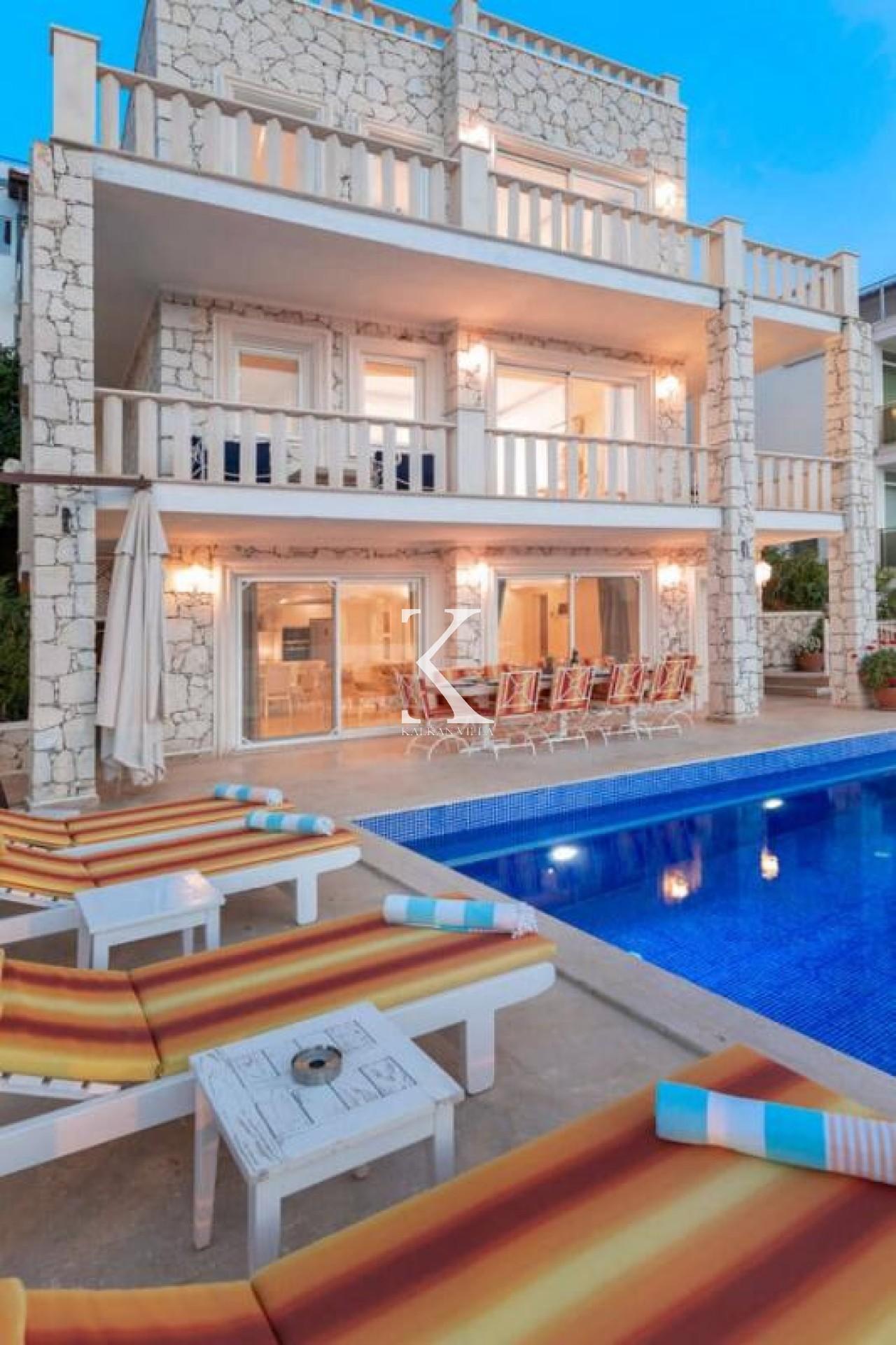 Villa Ketchy