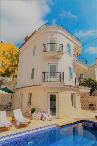 Villa HoneySuckle, Villa für 8 Personen in Kalkan-Zentrum