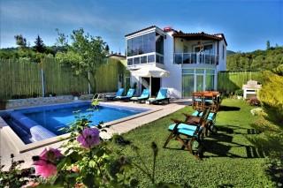 Villa Dena, secluded honeymoon villa