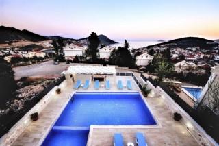 Villa Ester, Kalkan şehir merkezinde 5 suit odaya sahip Villa
