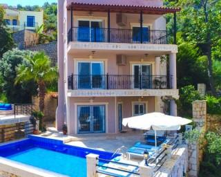 Villa Cecilia, VIlla nah am Meer mit vier Schlafzimmern in Kalkan