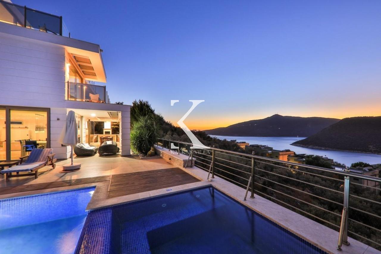 Villa Moonshine