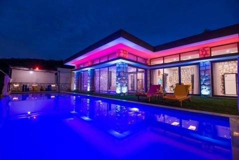 Villa Ay