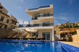 Villa Eylül, Kalkan'da 5 yatak odalı çocuk havuzlu kiralık villa