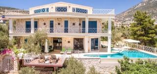 Villa Ayser, 4 bedroom luxury villa in the center of Kalkan