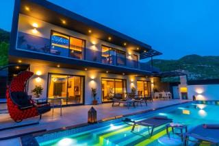 Villa Kuzey, 4 people in Islam, Luxury Holiday Villa with Jacuzzi