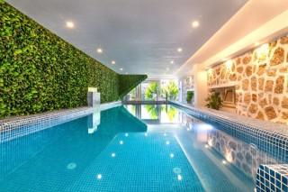 La Mer Deluxe, modernes Apartment für 4 Personen mit Innenpool.